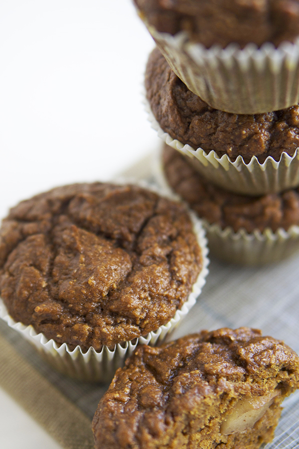 Apple surprise pumpkin spice muffins | @ExSloth ExSloth.com