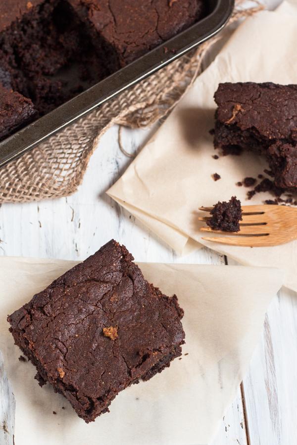 Gluten-free, flourless, vegan gingerbread brownies via @ExSloth | ExSloth