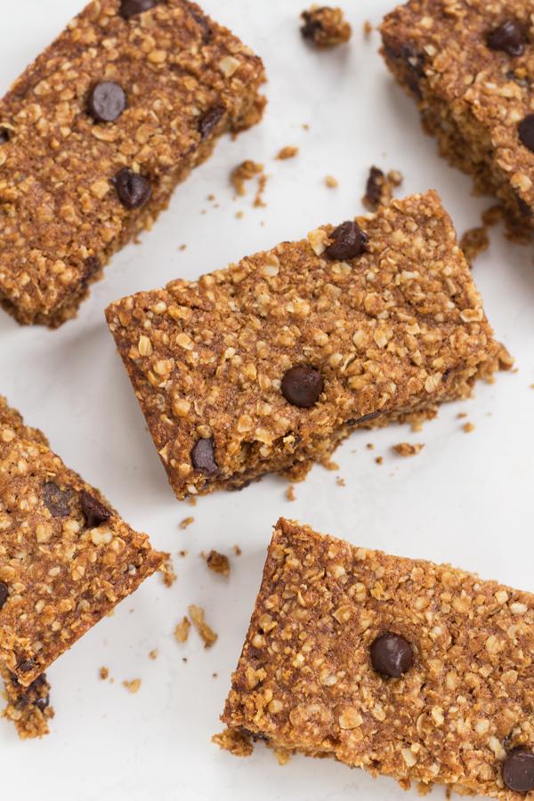 Vegan Oatmeal Chocolate Chip Bars via @ExSloth | ExSloth.com