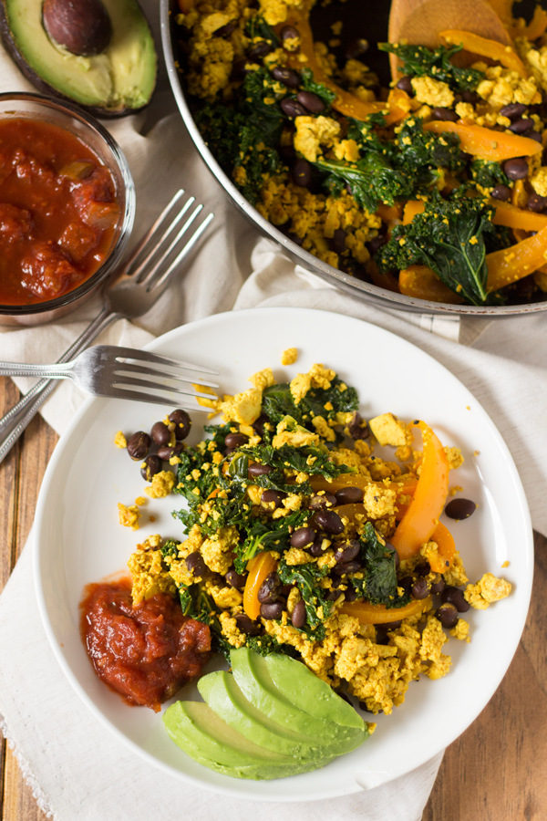 This Easy Black Bean Tofu Scramble is easy to make and filled with plant-based protein. The perfect vegan alternative to scrambled eggs via @Exsloth | ExSloth.com