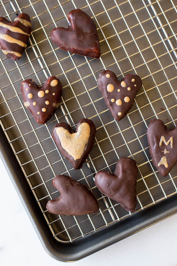 Healthy Peanut Butter Hearts + 4 vegan Valentine's Day Recipes via @ExSloth | ExSloth.com