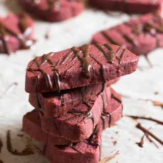 Vegan Red Velvet Shortbread Cookies + 4 Awesome Vegan Valentine's Day Recipes
