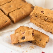 Crunchy Vegan Cranberry Orange Oatmeal Cookie Bars that are sweet and tart and perfect for a healthy afternoon snack via @ExSloth | ExSloth.com