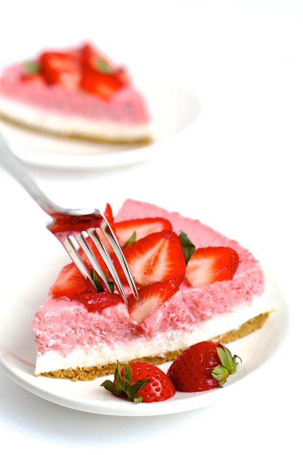 No-Bake Strawberry Cheesecake vegan 15 Vegan No Bake and Frozen Desserts that aren't Ice Cream via @ExSloth | ExSloth.com