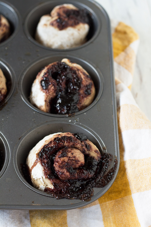 Vegan Elderberry Dirty Chai Sweet Rolls via @ExSloth | ExSloth.com