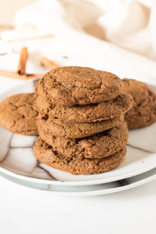 These easy-to-make vegan spiced spelt flour cookies are soft, chewy and perfectly sweet via @ExSloth   ExSloth.com