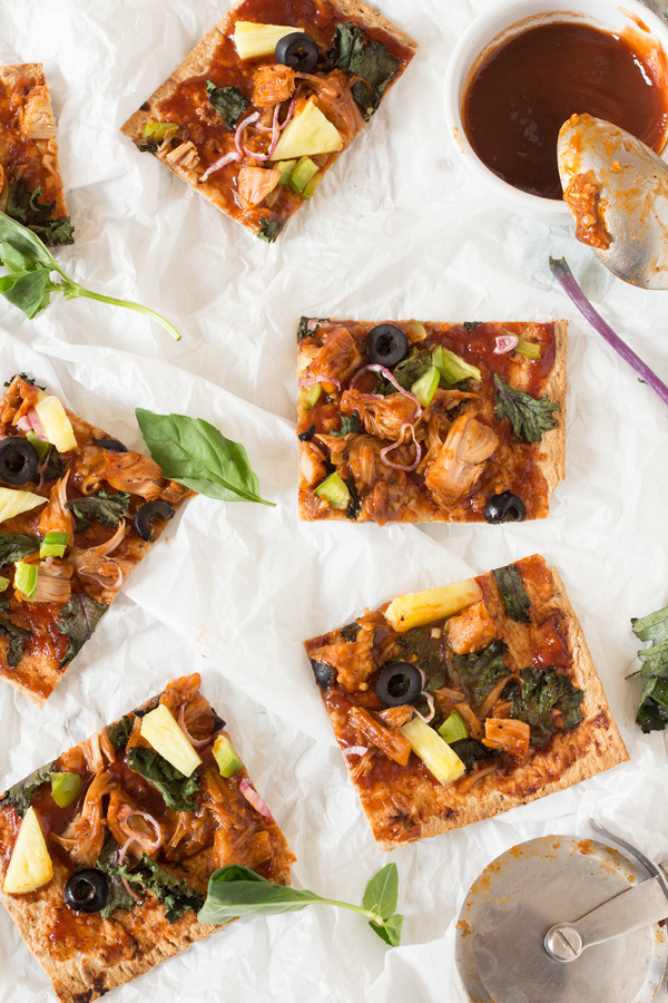 Thin Crust BBQ Jackfruit Pizza with lavish bread (Vegan) via @ExSloth | ExSloth.com