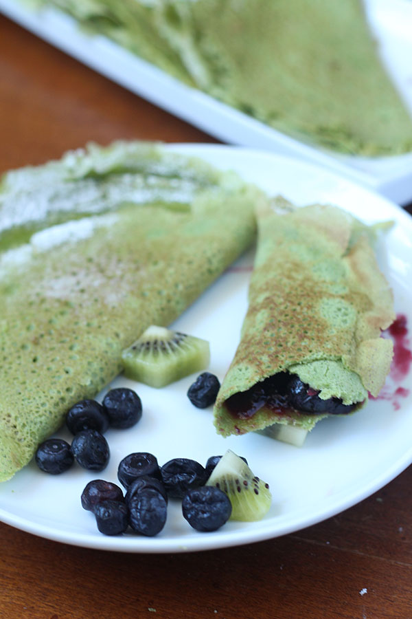 These dairy and gluten free spinach crepes are thin, light, slightly sweet and filled with nutritious spinach. Plus, they're easy to make. Perfect for St. Patrick's Day breakfast or brunch via @ExSloth | ExSloth.com