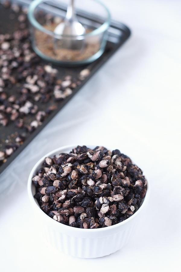 Vegan, gluten free, Mexican spiced roasted black beans via @ExSloth | ExSloth.com