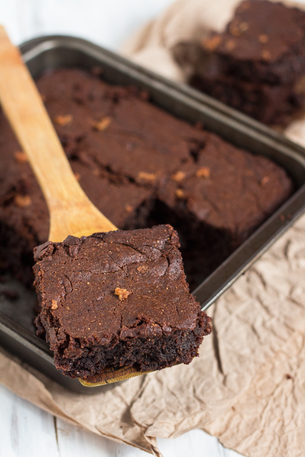 Gluten-free, flourless, vegan gingerbread brownies via @ExSloth | ExSloth