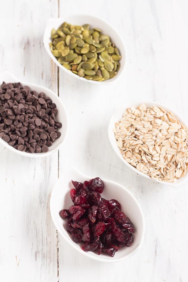 Healthy, Vegan Chocolate Cranberry Granola Recipe via @ExSloth | ExSloth.com