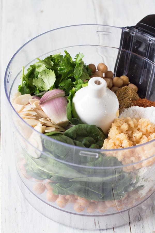 Spinach Almond Falafel Salad with Vegan Garlic Mayo Dressing via @ExSloth | ExSloth.com
