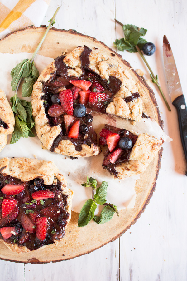 Vegan Summer Berry Mint Chocolate Galette (made with spelt flour and fresh mint) via @ExSloth | ExSloth.com